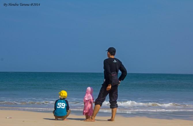 Menatap laut